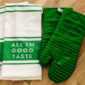 KATE SPADE All in Good Taste Oven Mitt/Towel Set